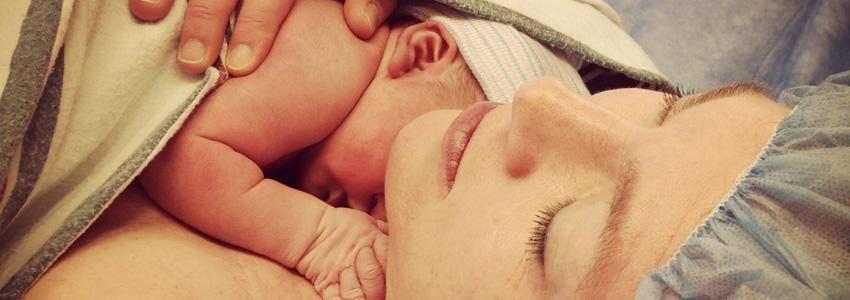 SST: Retningslinier: Håndtering efter fødsel ved COVID-19