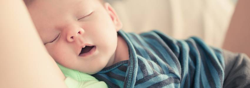 Dit barn elsker at sove sammen med dig