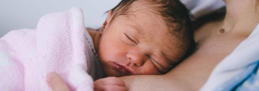 Sundhedsmyndigheder: Vi har skærpet fokus på spædbørn